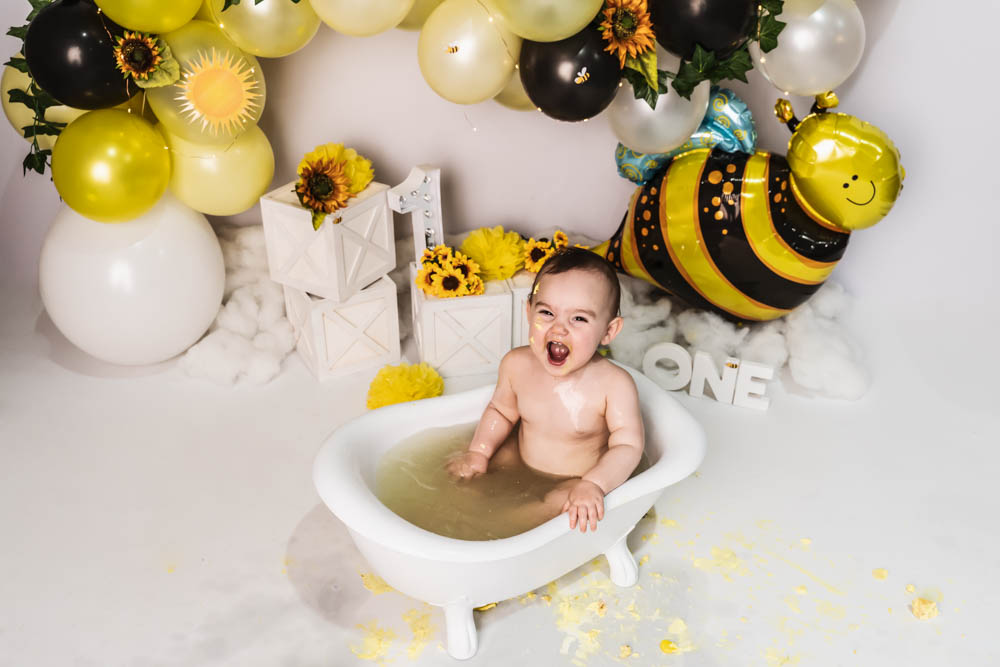 Charlotte's Bumble Bee Cake Smash – Desire to Inspire photography, Brisbane Birth Photography